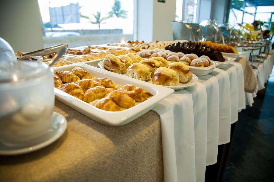 Mesa de Café da Manhã no Strand Hotel Guarujá Praia do Tombo